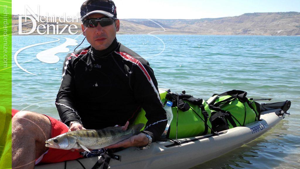 Göl ve nehirde balıkçılığa uygun kayak-kano seçimi