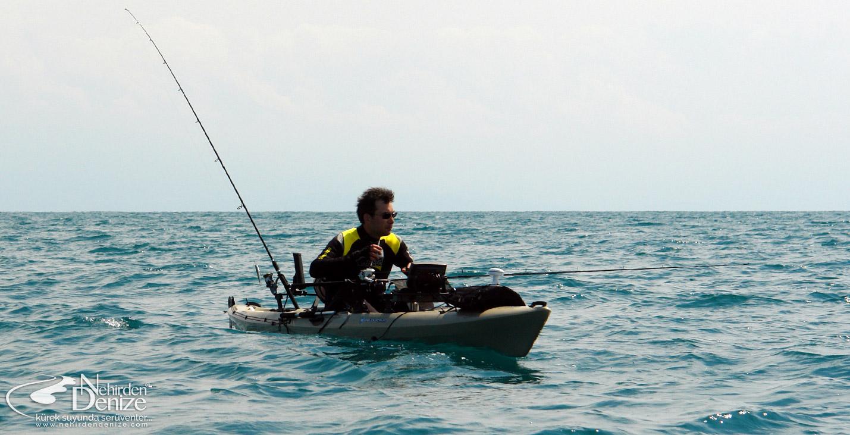Bahadır Çapar, 8 deniz mili açıkta 16 ayaklık kayağıyla alargada (2009). Wilderness Systems Tarpon 160